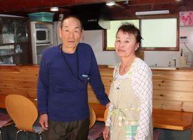 「新鮮な魚を食べてほしい」と話す岡さん夫婦=佐世保市黒島町、食堂「仕合丸」