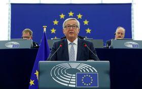 13日、フランス・ストラスブールで開かれた欧州議会本会議で施政方針演説を行うユンケル欧州委員長(ロイター=共同)