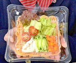 小野高生のアイデアがいっぱいに詰まった「春咲き彩り サラダうどん りこぴんぴん」