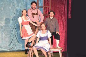 役者は毎年入れ替わる。今年の演者は写真の4人だ(C)hof-theater ch