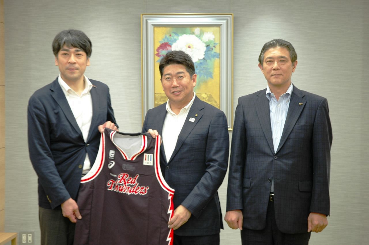 Bリーグ 川崎、市長へシーズン報告「来季こそ優勝を」