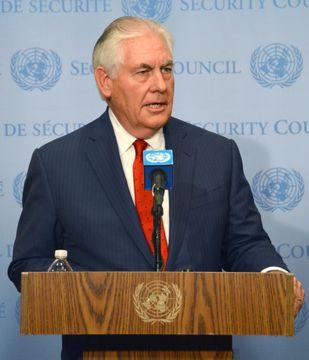 15日、ニューヨークの国連本部で記者会見するティラーソン米国務長官(共同)