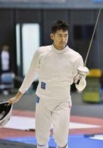 フェンシングのアジア選手権・男子エペ団体準決勝 中国にリードを許した見延和靖=千葉ポートアリーナ