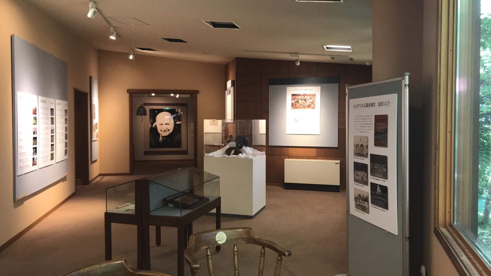 展示会では日本のアメリカンフットボールの様々な歴史を見ることができる=写真提供=ポール・ラッシュ記念館