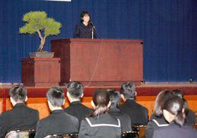 世界の教育事情など高校生が意見を述べた発表会