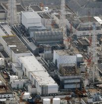 東京電力福島第1原発。手前から1、2、3、4号機=2月