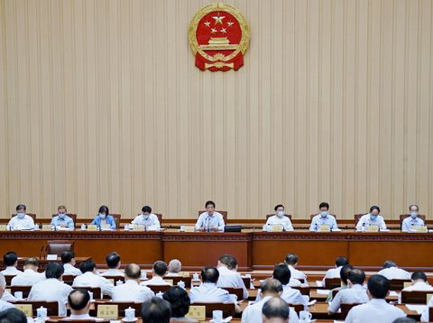 香港議会の任期延長決定
