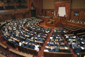 国会の参議院本会議場。今回の選挙では半数が改選される=2016年5月