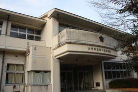 大竹市が障害者福祉施設として無償で貸し出す旧松ケ原小の校舎