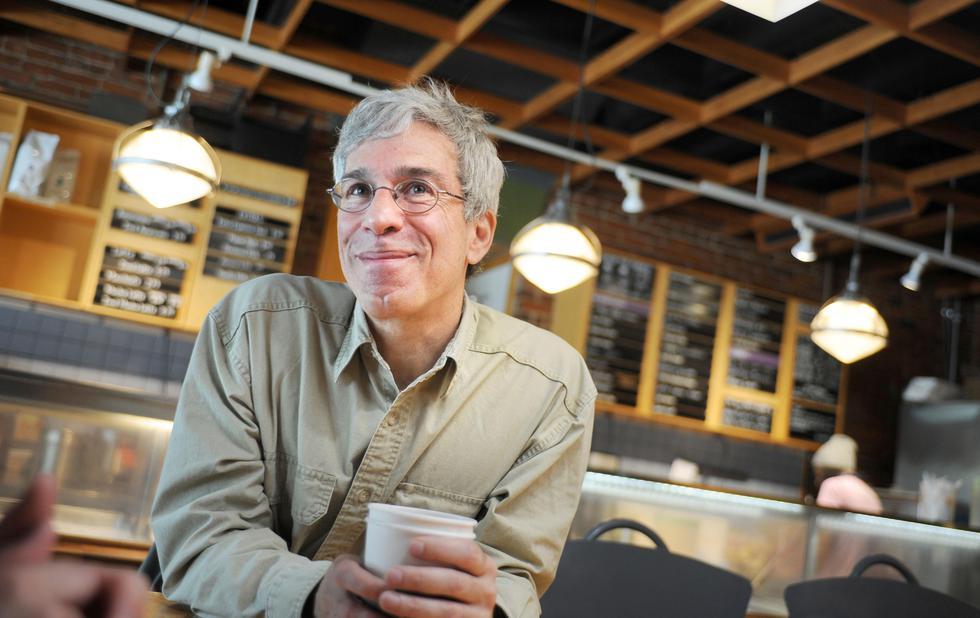 お気に入りのアイスクリーム屋「トスカニーニ」で、イグ・ノーベル賞への思いを語るマーク・エイブラハムズ=米国東部ケンブリッジ市(撮影・鍋島明子、共同)
