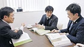 奥能登の法律相談センター開設へ準備を進める能登の弁護士=七尾市内の弁護士事務所