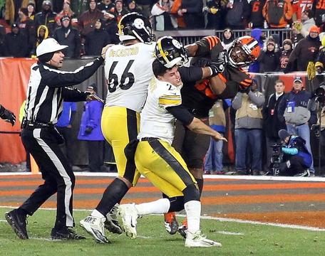 試合中の乱闘で再浮上 NFLにはびこる人種問題