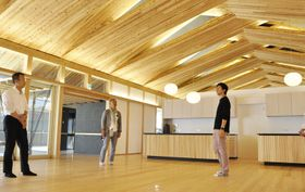 屋根材にCLTを組み合わせた開放的な空間が広がる「ゆずの花」(北川村野友甲)