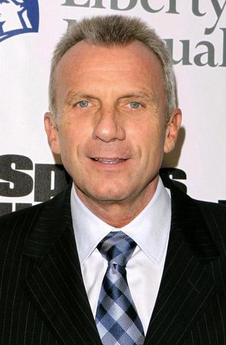 サンフランシスコ・49ersのQBとして活躍したジョー・モンタナ氏=2010年、(UPI=共同)
