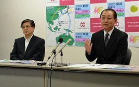 新設するコースについて説明する小野崎校長(右)と古川国際教育局長代行=11日、八戸学院光星高校