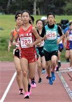 女子3組で県小学新記録を打ち立て、チームの優勝に貢献した芳賀真岡陸上クラブの塚原=下野市大松山運動公園陸上競技場
