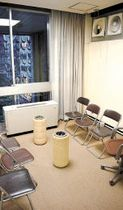 仙台市議会棟3階の喫煙室。屋内でたばこが吸える最後の市有施設になっている