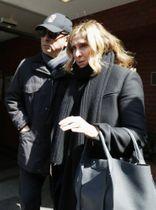 前日産会長カルロス・ゴーン被告と妻キャロルさん(右)