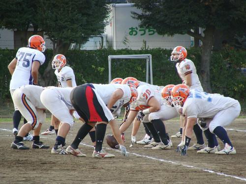 甲子園ボウル出場に向け、練習に取り組む法大=09年、川崎市中原区