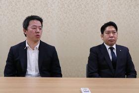 会談後、報道陣の取材に応じる髙田社長(左)と園田市長=大村市役所