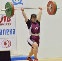女子87キロ級 ジャークの2回目に90キロを挙げて3位に入った佐熊汐梨(早大)=奥州市・江刺中央体育館