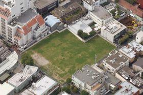 施設の建設が予定されている空き地=東京都港区南青山で、本社ヘリ「おおづる」から(中西祥子撮影)