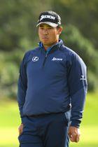 米ゴルフのジェネシス・オープン、11番グリーンでパットを待つ松山英樹=14日、パシフィックパリセーズ(ゲッティ=共同)