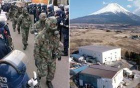 山梨県のオウム真理教施設に入る捜査員たちと富士山麓の教団施設=1995年当時