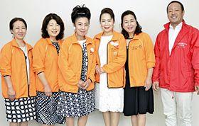 来社した(右から)佐久間理事長、佐久間さん、渡辺会長、渡辺副会長、阿部さん、森山さん