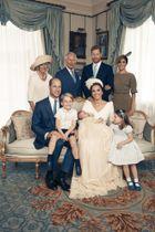 ウィリアム王子夫妻の次男ルイ王子の洗礼式の際に撮影された家族写真=9日、ロンドンのセントジェームズ宮殿(MATT HOLYOAK/CAMERA PRESS撮影、英王室提供・ゲッティ=共同)