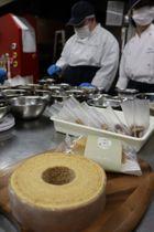米をテーマに厳選した食材で作る「米幸バウム」(京都市左京区・ワークセンターHalle!)