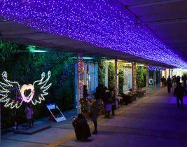 新山口駅の自由通路に装飾されたイルミネーション