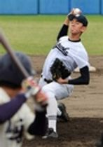 明大―静岡高 大学生を相手に力投する静岡高のエース高須=草薙球場