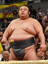 栃ノ心を完璧な相撲で破り、大関昇進を決めた貴景勝。その目から流れるのは汗?それとも=エディオンアリーナ大阪(撮影・佐藤厚)