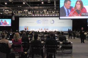 会期を延長して開かれたCOP25の会合=14日、マドリード(共同)