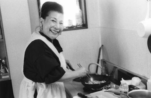 ニンニクを入れ、ラードで炒めるのが小高さん流の野菜炒め
