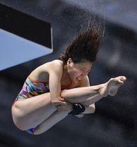 女子高飛び込み決勝 優勝した荒井祭里=金沢プール