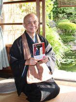 「一つでもコツを実践してもらえたら」と語る松尾住職=長崎市、興福寺
