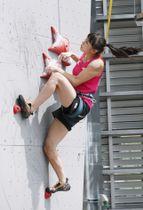 女子予選1位で決勝に進んだ伊藤ふたばのスピード=岩手県営運動公園
