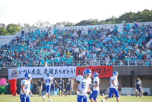 習志野市で開催されたオービックの初のホームゲームに集まった2342人の観衆=9月29日、秋津サッカー場