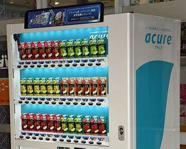 JR弘前駅構内に設置された「青森りんご」シリーズの自動販売機