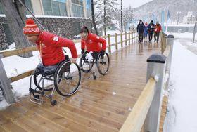 平昌冬季パラリンピックの選手村に設置された木製のスロープ=3月(共同)