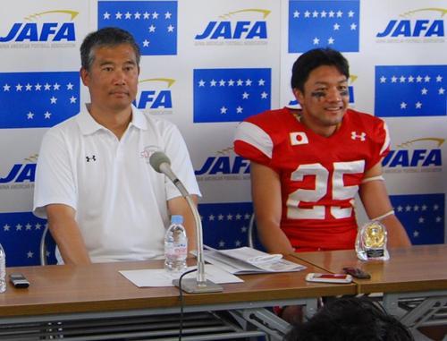 MVPに選ばれたフィリピン戦の記者会見に臨む東松