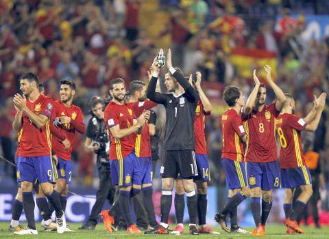 アルバニアを下して喜ぶスペインの選手たち=アリカンテ(AP=共同)