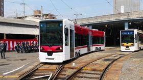 3連接車の超低床式路面電車5003号=長崎市大橋町、長崎電気軌道浦上車庫
