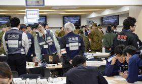 東京五輪マラソンなどの開催に向け、北海道庁で行われたテロ対策訓練=21日午後