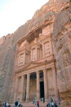 ヨルダンのペトラ遺跡=2006年7月(共同)