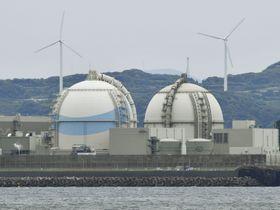 九州電力玄海原発3号機(左)と4号機=2017年6月、佐賀県玄海町