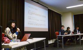 NPO法人ワールドオープンハートが開いた、犯罪加害者家族の支援に関するシンポジウム。左は阿部恭子理事長=16日午後、仙台市