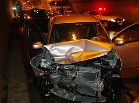 逆走して対向車と衝突、大破した女性の軽乗用車(広島県警提供)